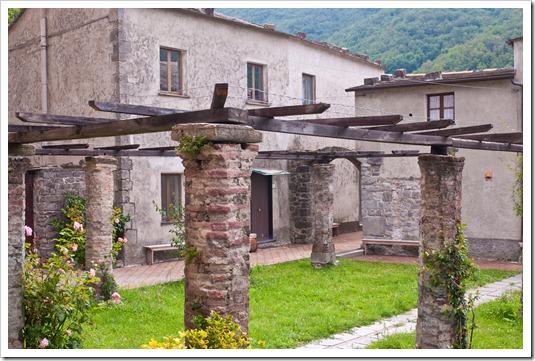 Abbazia di Sant'Andrea - chiostro Borzone 2