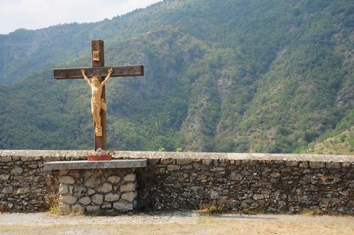 Il crocifisso sul sagrato