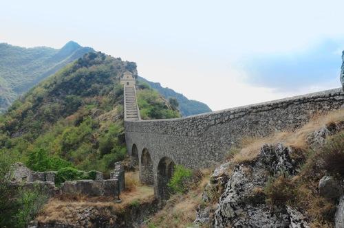 Il lungo ponte verso Notre Dame de la Menour  Moulinet